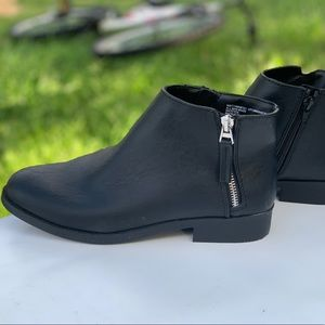 Time And Tru Ladies Two Zip Black Ankle Boots New